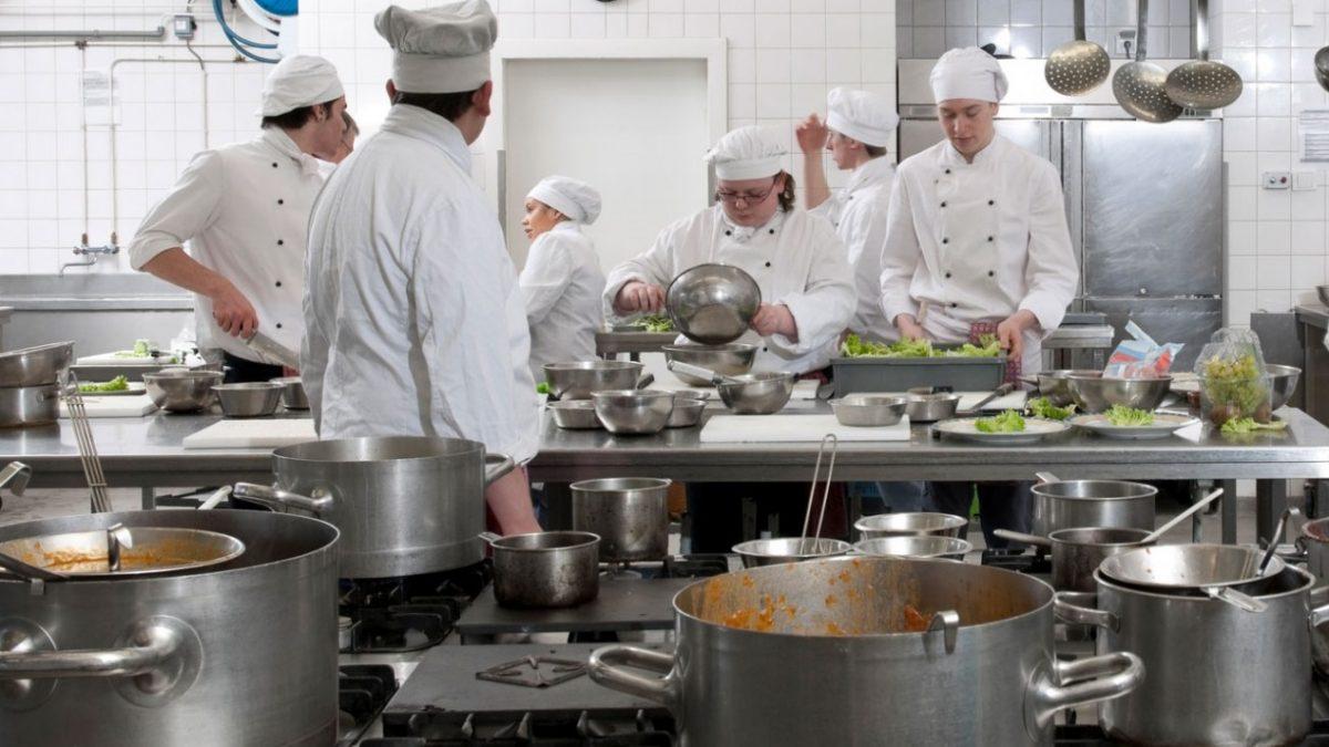 شرایط یک آشپزخانه صنعتی استاندارد - شرایط یک آشپزخانه صنعتی استاندارد